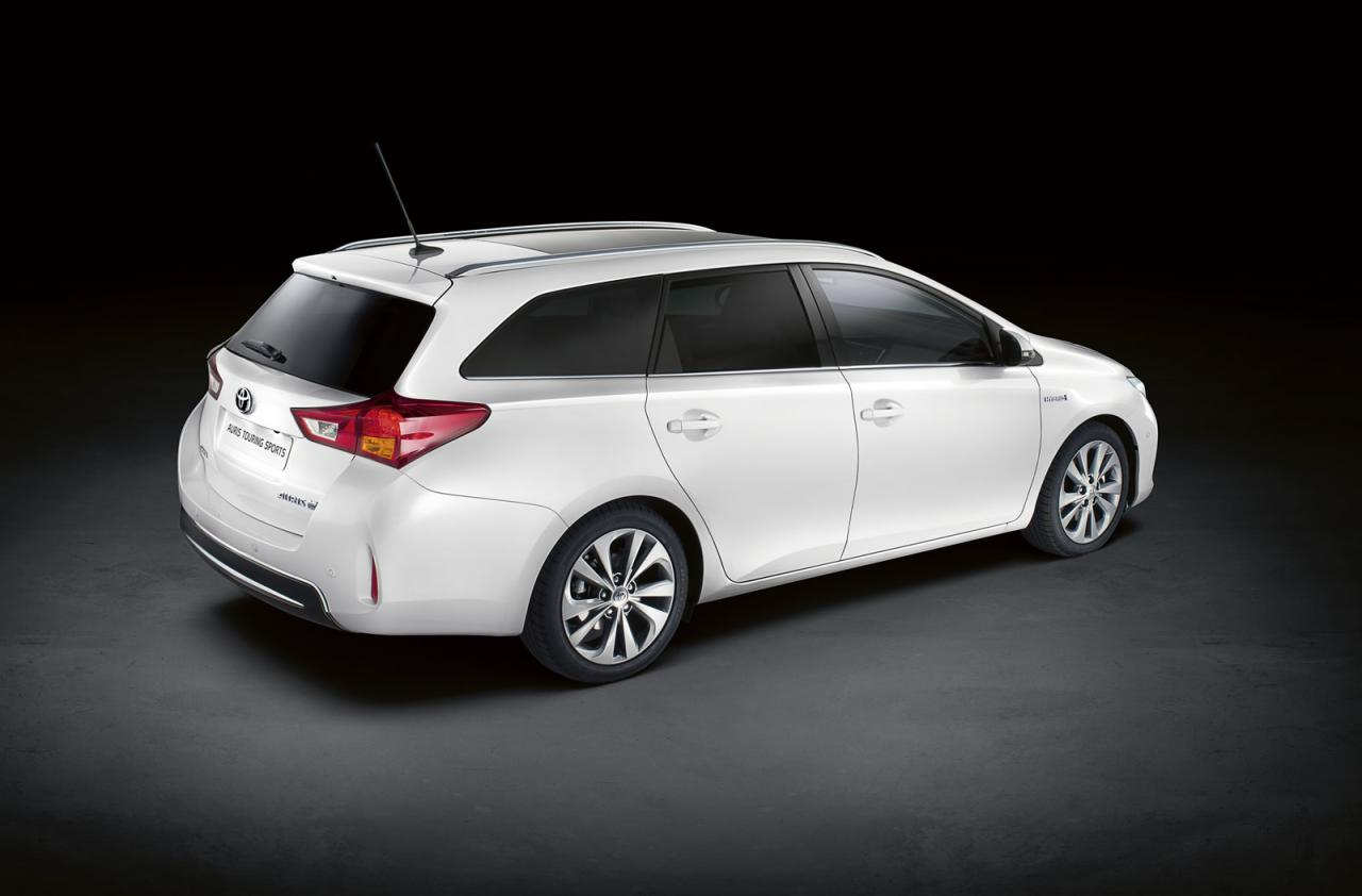 Toyota+Auris+Touring+Sports+2.jpg