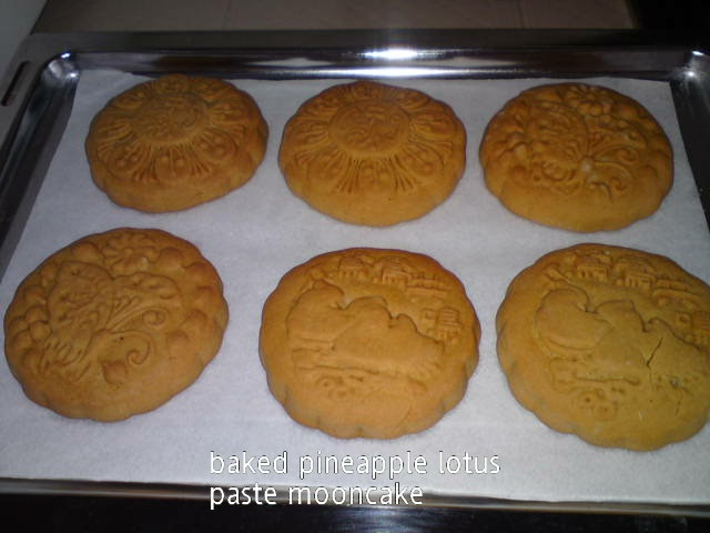 Cooking Pleasure: Pineapple Paste Mooncake [2013]