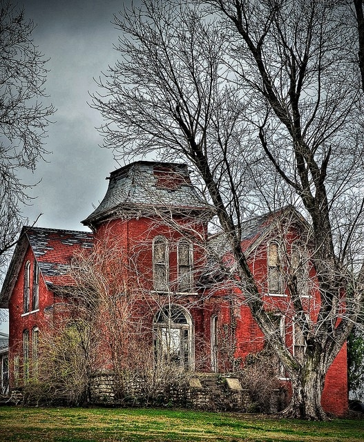 Top 10 abandoned amazing and unusual old homes most for Top 10 beautiful houses