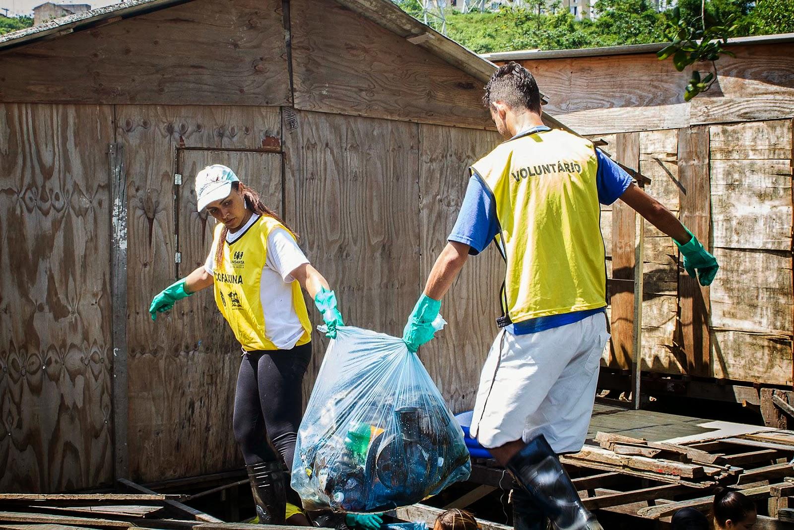 Voluntários em ação. Foto: André Martins / HpnMídia
