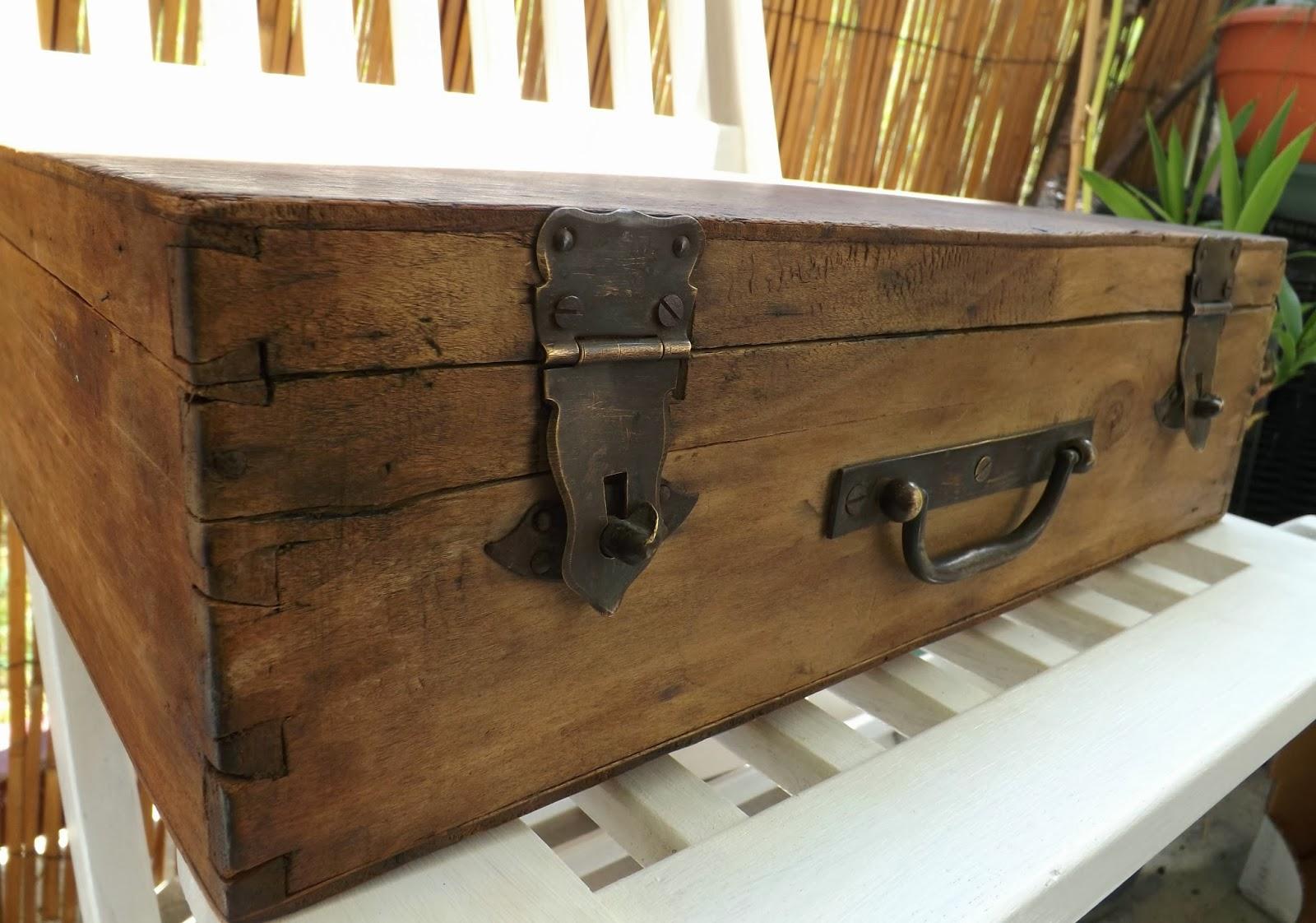 hand made l 39 envol e la valisette de bois. Black Bedroom Furniture Sets. Home Design Ideas