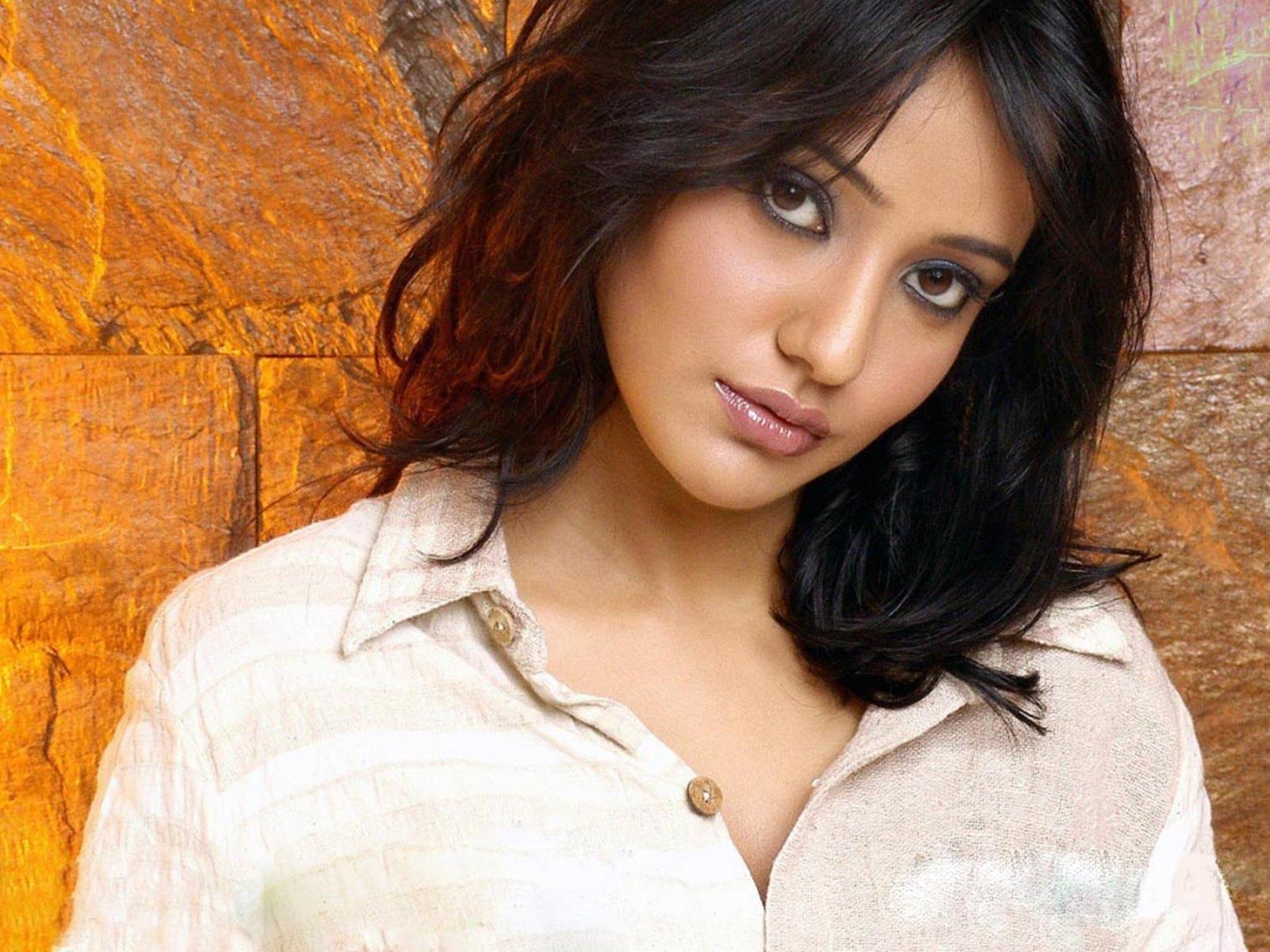 neha sharma sad photos