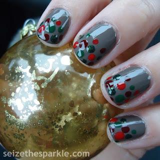 Hoilday Dot Manicure