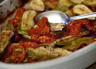 Abobrinha Assada com Tomates e Alho (vegana)