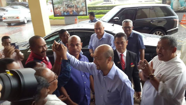 Mukhriz diarah keluar dari mesyuarat Majlis Tertinggi UMNO