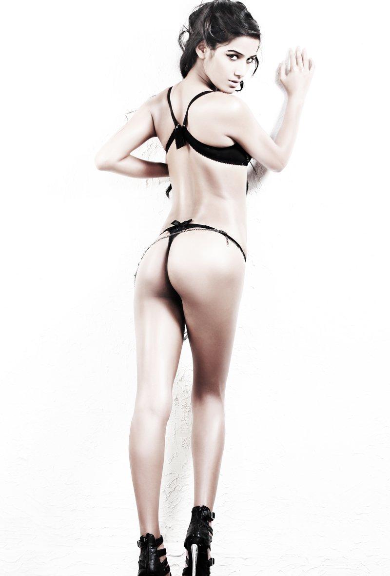 bikini images poonam pandey