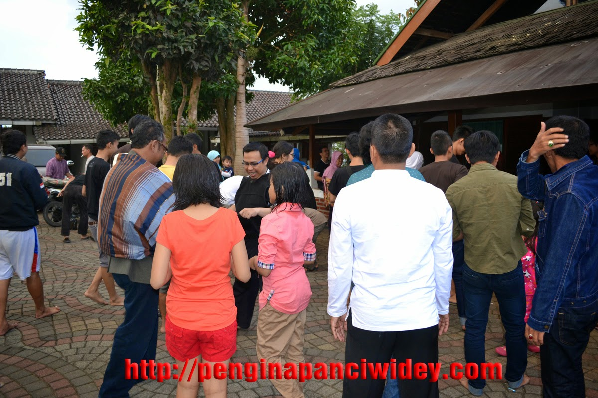 Acara Kambing Guling di Villa Alkatiri Ciwidey