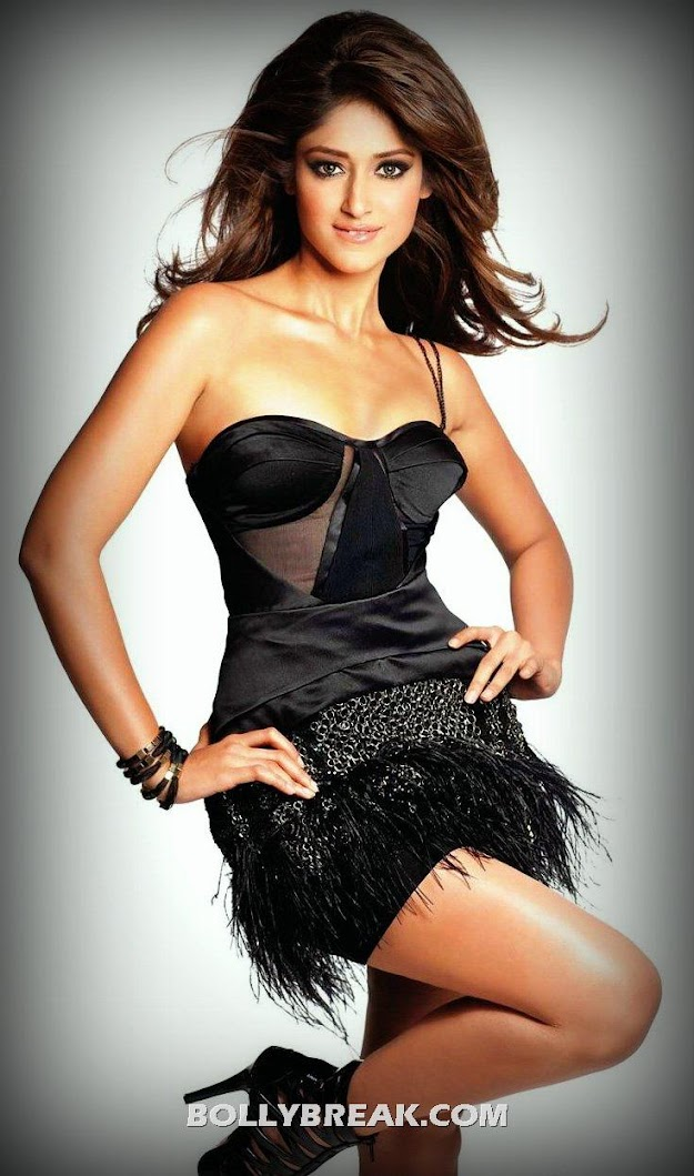 ILeana in black dress, showing sweet cleavage in shoulder less dress - hot Leg show - ILeana Hot Wallpaper - Black Hot Dress - latest June 2012