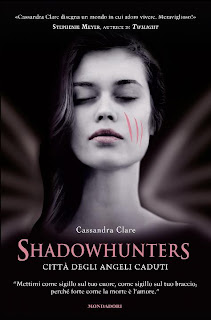 http://www.amazon.it/Shadowhunters-Citt%C3%A0-degli-angeli-caduti/dp/8804618299/ref=sr_1_1?s=books&ie=UTF8&qid=1409387665&sr=1-1&keywords=citt%C3%A0+degli+angeli+caduti