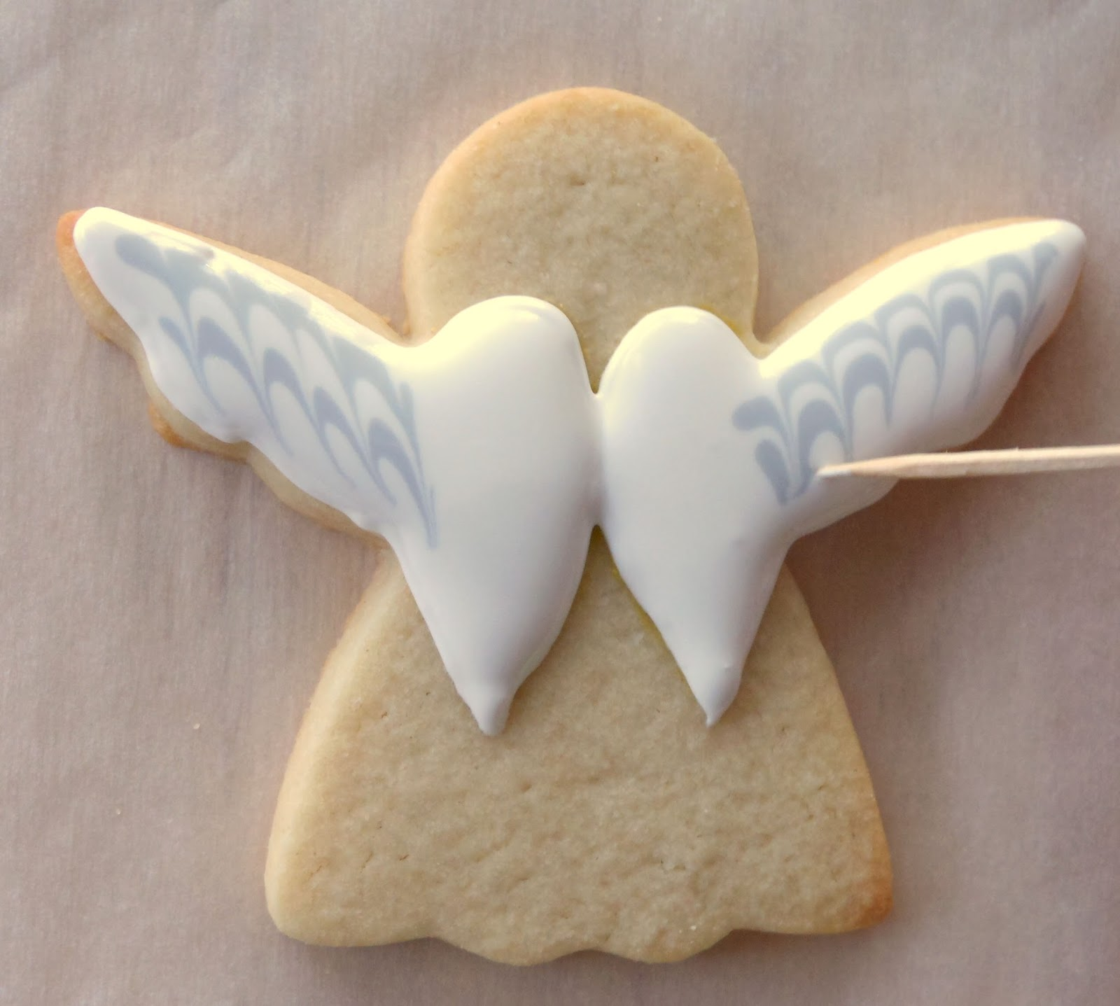 Outline Angel Wings With 2 Tip In White Icing Flood Angel Wings With White Icing