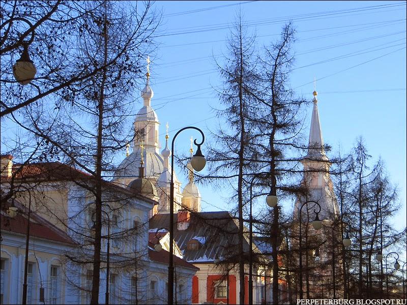 Андреевский собор на Васильевском острове в Петербурге зимой