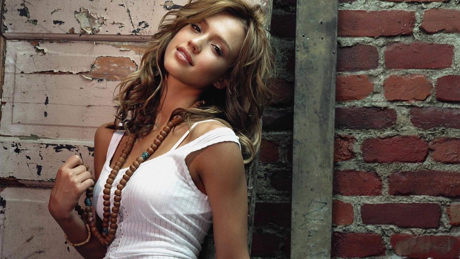 Celebrity Arena: Jessica Alba Hot Sexy Photo & Short Biography
