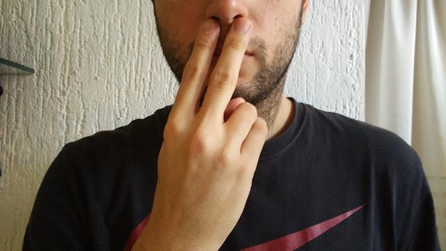 Gesto japonés para sangrar por la nariz