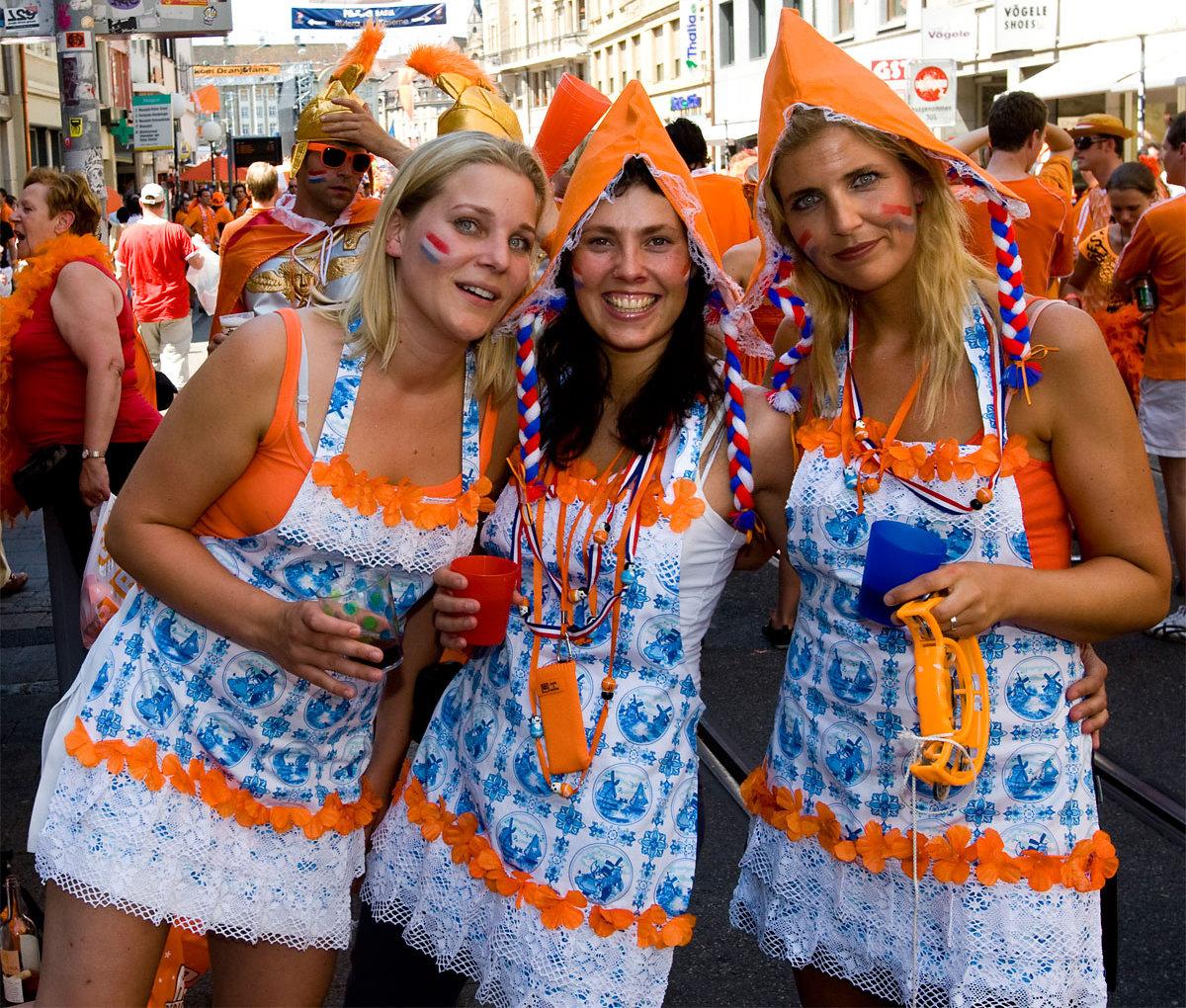 http://3.bp.blogspot.com/-0QFvZ61VICQ/Te3-AKN-gaI/AAAAAAAAAAg/8UmPgL9kGks/s1600/dutch-girls-03.jpg