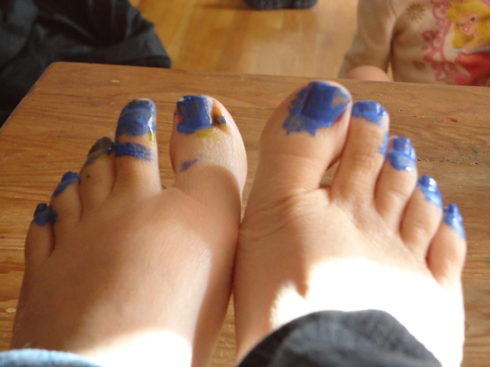 davis family log: my beautiful toes