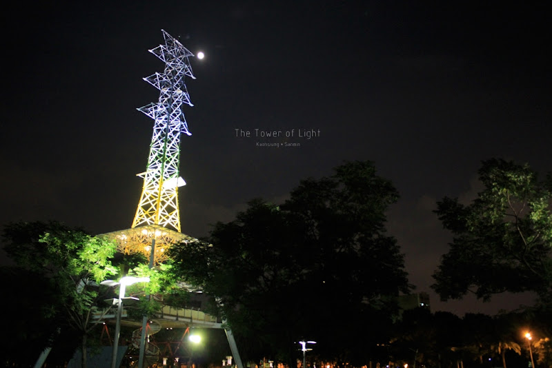 光之塔|高雄三民區,在夜色中靜靜閃耀。BY OSCAR