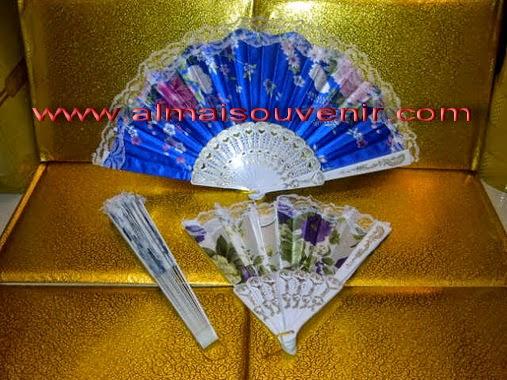souvenir kipas satin eksklusif gagang putih souvenir nikah