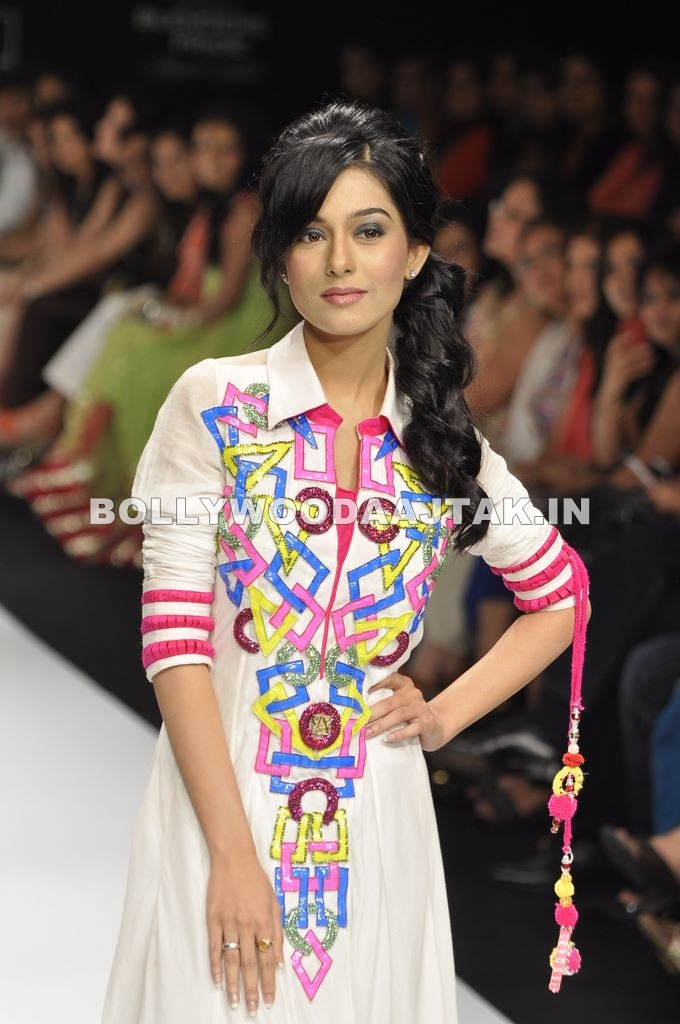 Amrita Rao in white Dress - Amrita Rao in White Dress walk for Archana Kocchar
