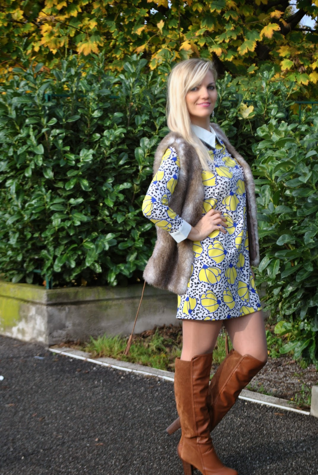 outfit abito persunmall anni 60 outfit abito a sacco outfit abito stampa a fiori outfit abito con doppio colletto e polisini outfit gilet di pelliccia outfit stivali marroni abbinamenti stivali marroni abbinamenti gilet di pelliccia how to wear faux fur vest sixties dress floral dress outfit autunnali outfit novembre 2014 autumnal outfits fashion blogger italiane fashion blog italiani colorblock by felym mariafelicia magno mariafelicia magno fashion blogger orecchini majique majique london earrings ffaux fur vest street style blonde girls fashion blogger bionde ragazze bionde pimkie
