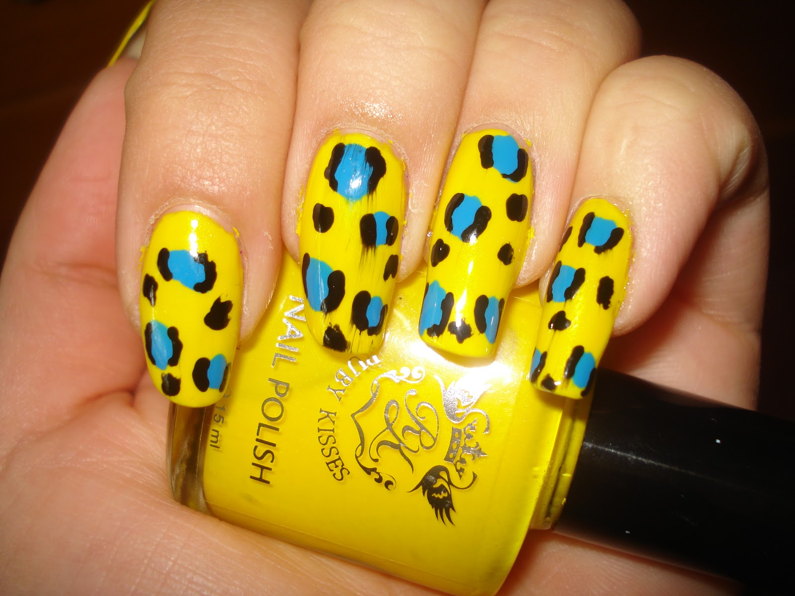 Arabgirl7: Yellow and blue cheetah print nail art