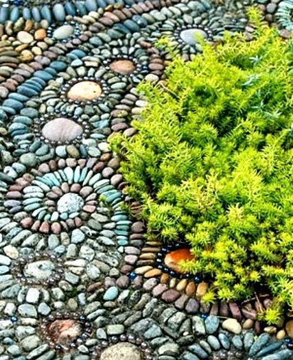Dekorasi Susunan Batu Sungai Menarik Untuk Pejalan Kaki di Halaman