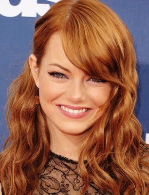 Emma Stone Wavy Hairstyle Photo