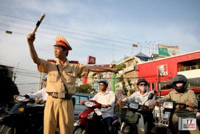 Cảnh sát giao thông làm nhiệm vụ