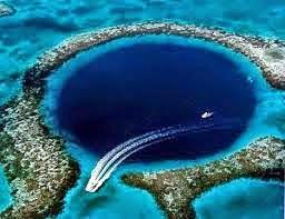 Lubang Biru Bawah Laut
