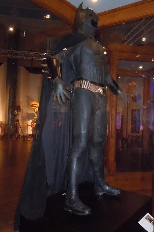 BATMAN BEGINS : Batman ( Christian Bale ) 2005 Batman%2BBegins%2BBat%2BSuit
