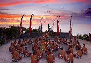 Tempat Lokasi Wisata Menarik Pura Uluwatu Di Bali