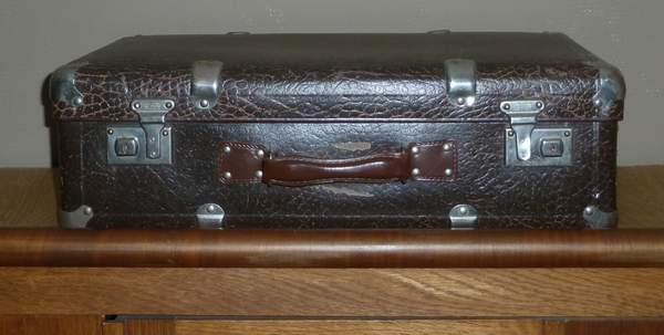 Deze koffer is gemaakt door mijn opa. Hij had een koffer- en ...