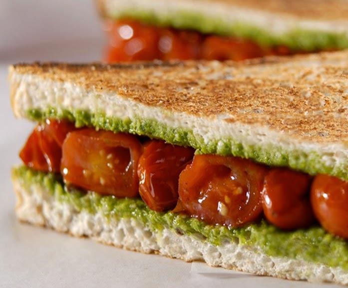 Sanduíche de Tomate com Pesto de Manjericão (vegana)
