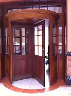 Pimugs04 3 tipos de puertas for Puerta giratoria