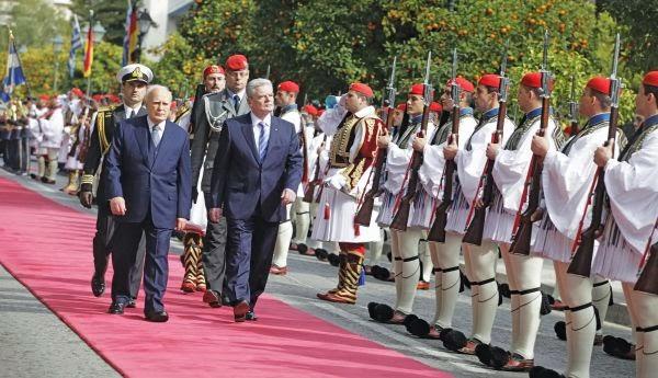 «Σκληρή» προσφώνηση στον Γερμανό πρόεδρο Γκάουκ που δήλωσε αναρμόδιος για το θέμα των κατοχικών αποζημιώσεων