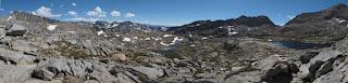 Blick über Palisade Basin; der auffällige Sattel auf der rechten Seite ist Knapsack Pass