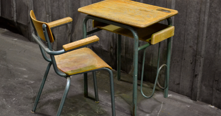 past present ancien bureau d 39 colier et sa chaise. Black Bedroom Furniture Sets. Home Design Ideas