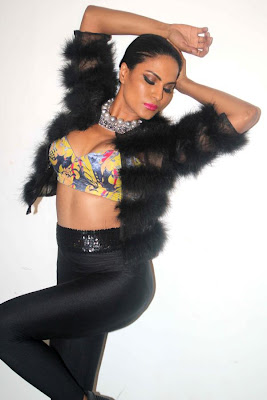 veena malik sizzling to support homosexuality hot images