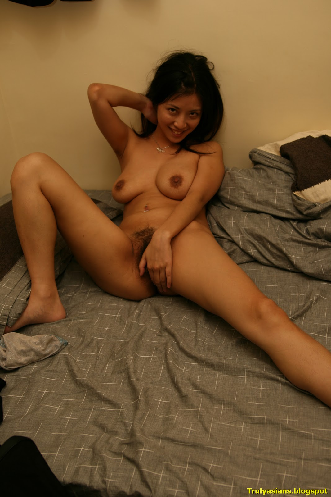 Girls nude chinese posing