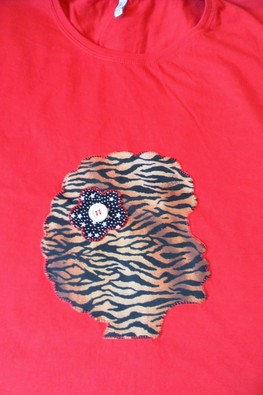 5b9c290fa0 ATELIÊ ARTESÃS DE CORAÇÃO  camiseta patch apliquê africana
