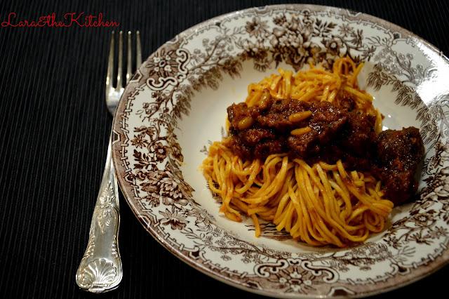 cinghiale in umido al pomodoro: il sugo, ottimo per i taglierini, la sua carne, un gustoso spezzatino
