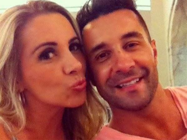 "Esposa de Marcos Oliver lamenta saudade do marido: ""Lugar vago na mesa"""