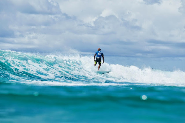 44 Quiksilver Pro Gold Coast 2015 Fred Patacchia Foto WSL Kelly Cestari