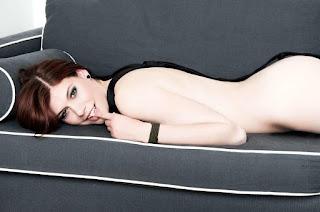 Hot Girl Naked - rs-15-715461.jpg