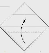 Bước 3: Gấp góc dưới cùng tờ giấy lên phía trên.