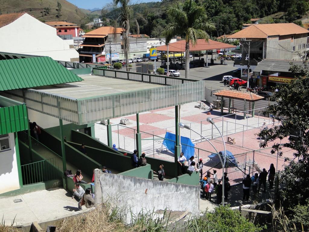 A nova praça de Bonsucesso em fase final de construção