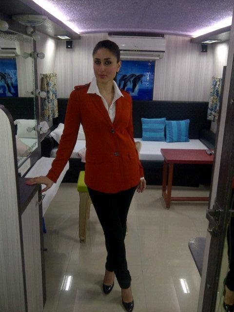 Kareena Kapoor in Air Hostess Dress  - Kareena Kapoor in Air Hostess Dress at Mehboob Studio