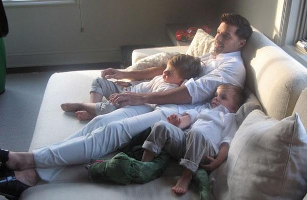 Ricky Martin com os filhos (Foto: Reprodução/Vanity Fair)