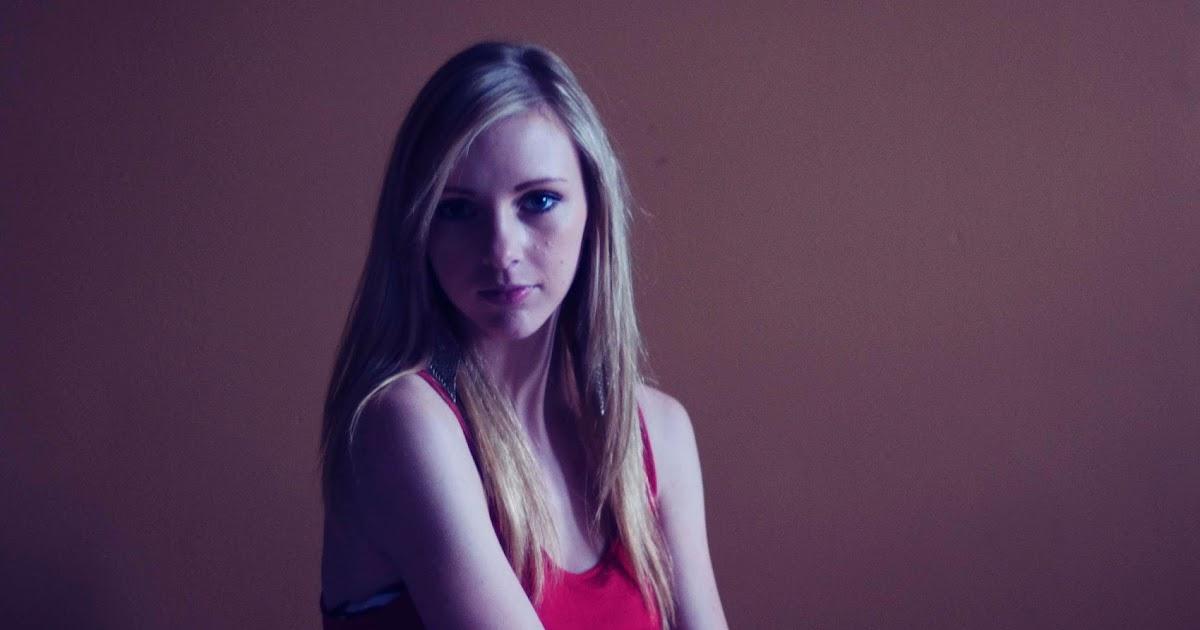 Stefanie Neves: Emily