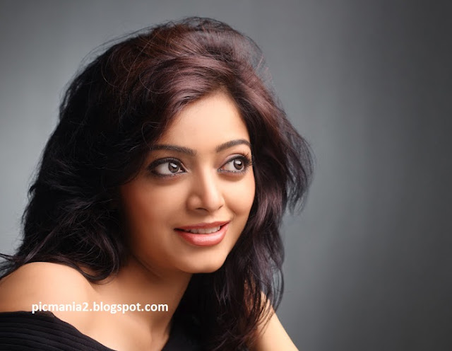 Janani Iyer Unseen navel boobs popout
