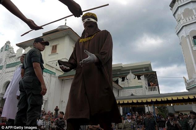 http://www.asalasah.com/2016/01/wow-ini-dia-foto-hukuman-cambuk-pelaku.html